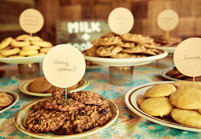 Personalize your cookie table with place cards! - Wedding Cookie Table